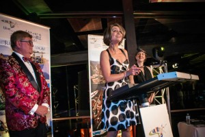 Ask Roz Blue Mountains licensee Vashti D'Vyne accepting Tourism Award